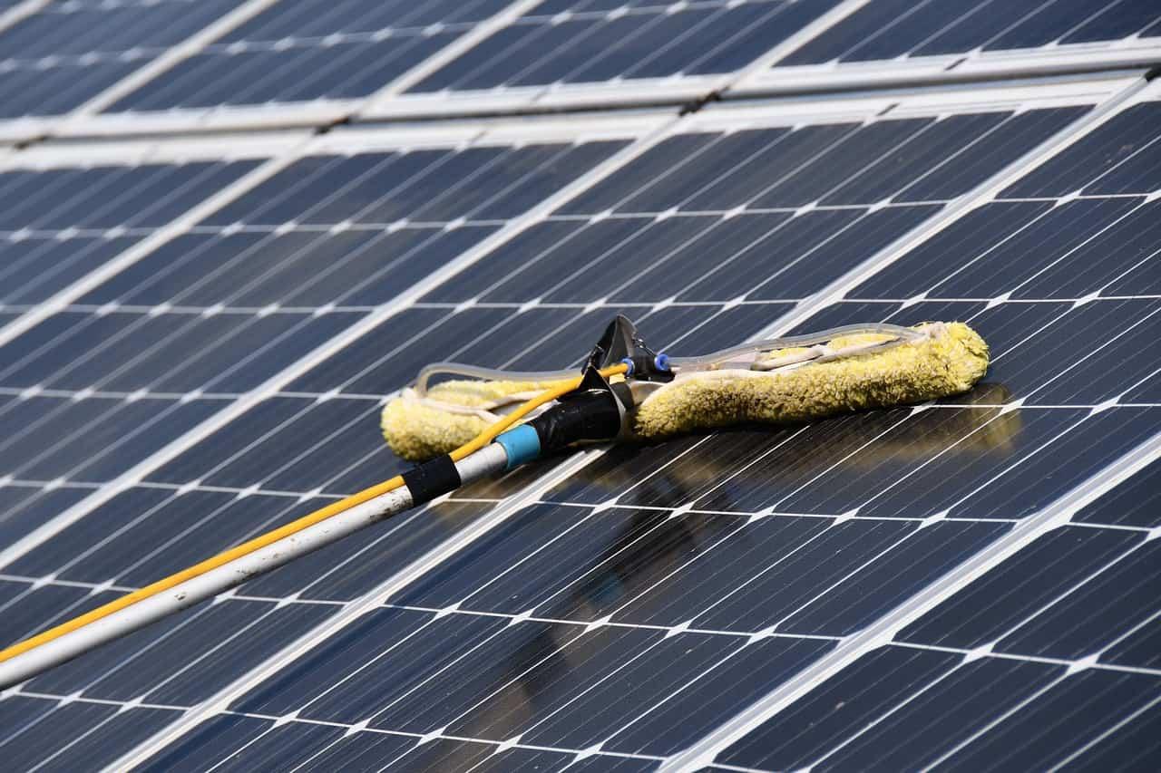 Photovoltaik Reinigung: Kosten und Nutzen auf einen Blick